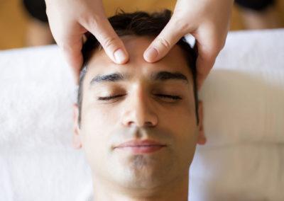 Le massage nuque, visage et cuir chevelu